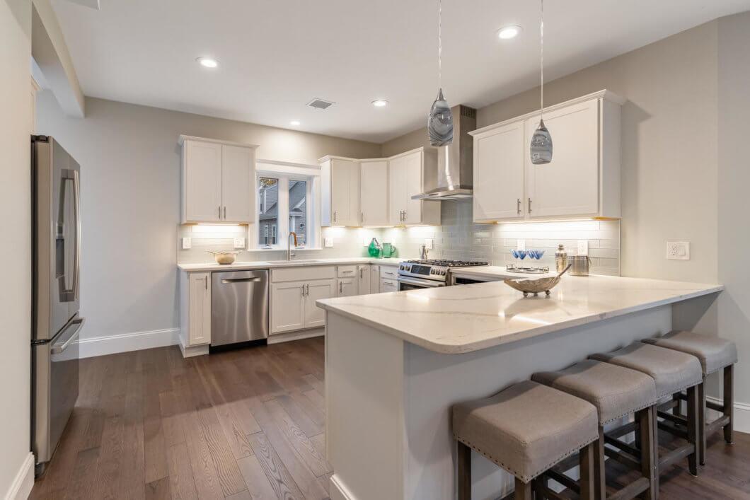 Luxury kitchen with Bosch Appliances, Wine Fridge and Breakfast Nook